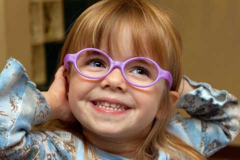 Лечение косоглазия очками